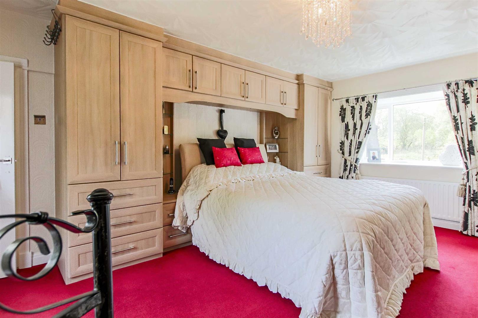 4 Bedroom Detached House For Sale - p006990_05.jpg